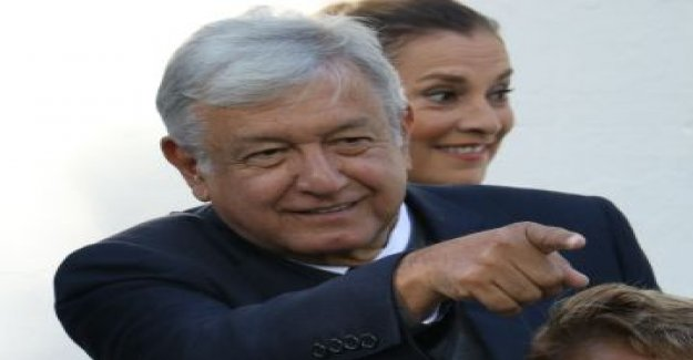 López Obrador also proposed to consult with the mexican people in the fight against corruption