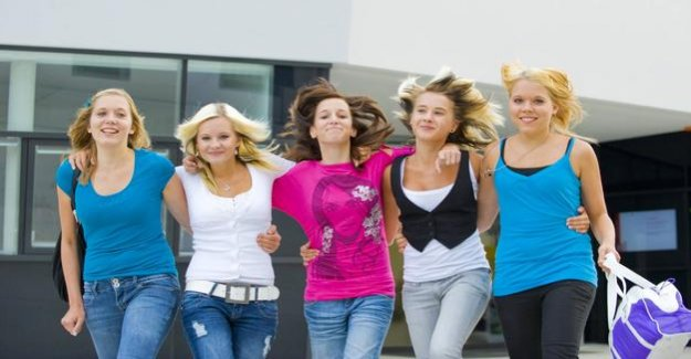 Effects on the hormone balance feared : Earlier puberty by cosmetics?
