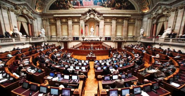 The case of the 'deputies ' ghost' of the Portuguese Parliament claims the first victim