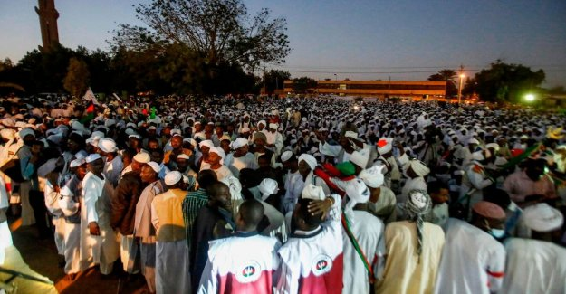 The protests in Sudan police fired tear gas