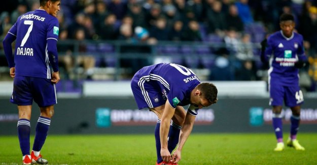 VIDEO. Vanhaezebrouck frustrated: Anderlecht will be left with one on the ninth after late penaltygoal Charleroi
