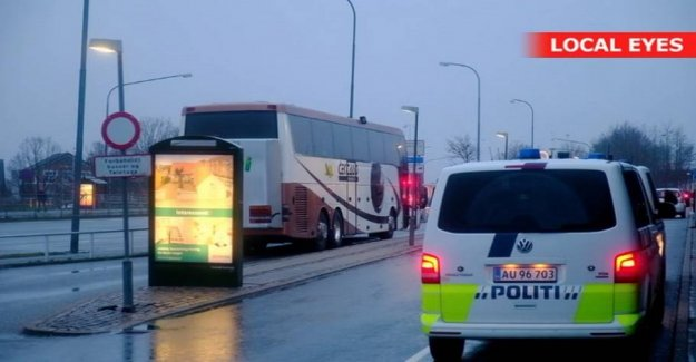 Bus surrounded by police: Passengers are allowed to go