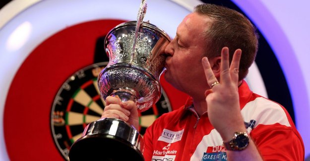 Glen Durrant beat Scott Waites and win BDO world CHAMPIONSHIP of darts for the third time in a row