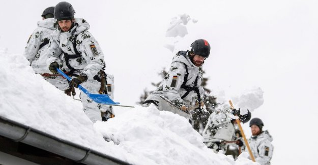 Heavy snowfall causes havoc in the Alps