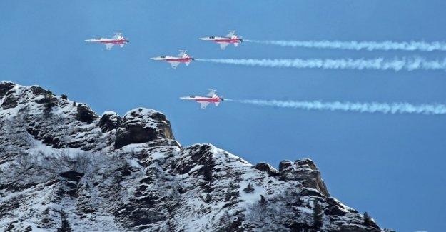 High air force-working officer as the Gripen-Lobbyist