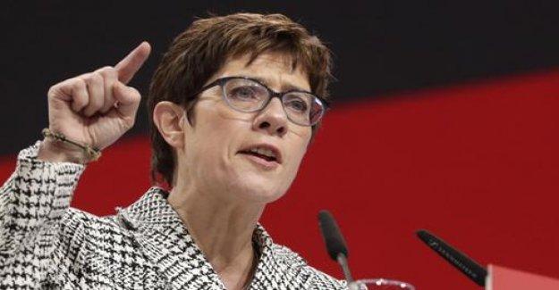 Kramp-Karrenbauer: General debate on the refugee policy