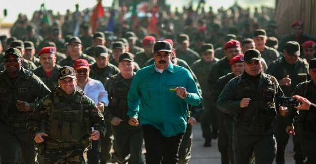 Power struggle in Venezuela : Maduro and Guaidó vie for the favor of the military