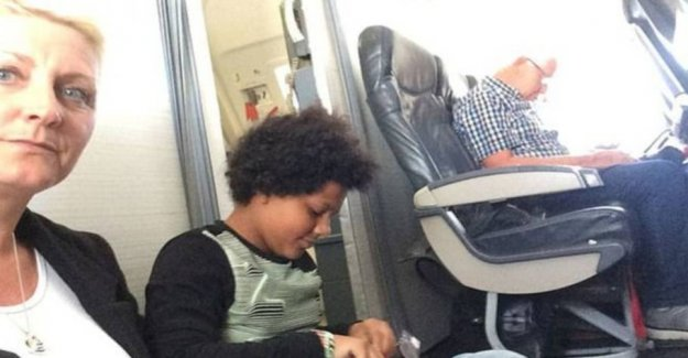 TUI contrary headwinds: Forced the family to sit on the aircraft floor