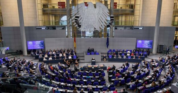 The Bundestag and the right to vote : Reliable, small, reliable female?