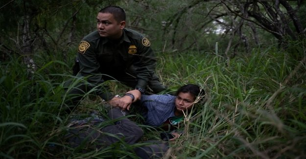 US border guards have to place your action open