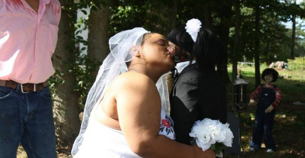 A young woman marries zombiedukke: - We are closer than ever