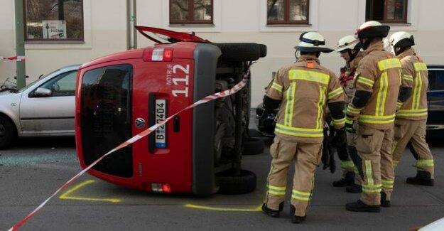 Berlin-Kreuzberg : fire truck overturns in accident on the