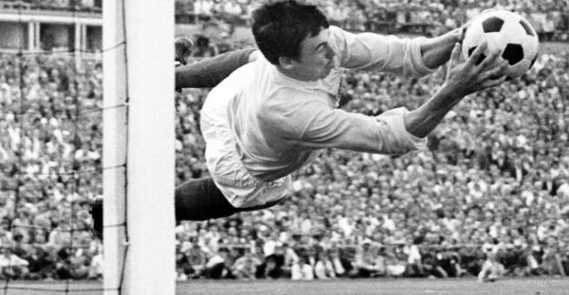 On the death of Gordon Banks, The man who Pele bugged