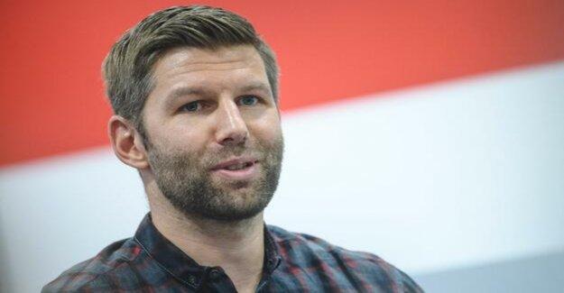 Personnel castling at VfB Stuttgart, Germany : Thomas Hitzlsperger replaced by Michael Reschke