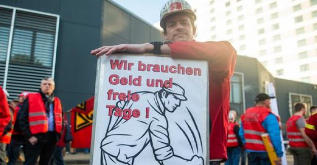3.7 percent more money for the North-West German steel workers
