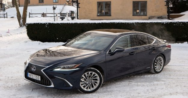 A luxury sedan that is stingy on the drops
