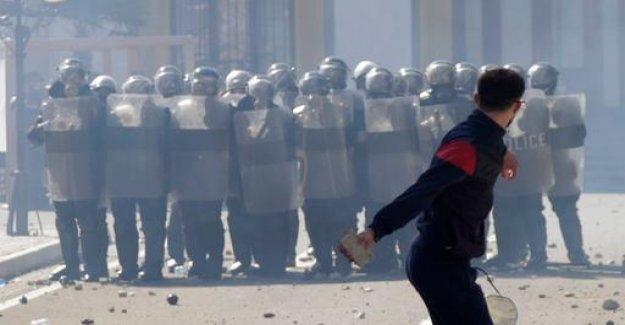 Albania: mass demos and internal political Chaos,