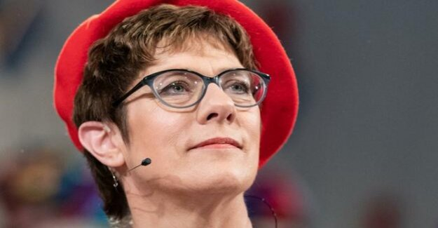 Annegret Kramp-Karrenbauer : lesbians and Gays in the Union demand apology
