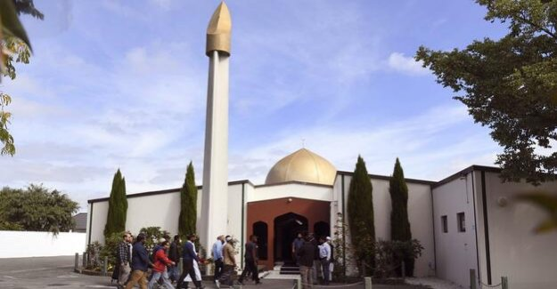 Christchurch after the attack : believers pray in attacked mosque