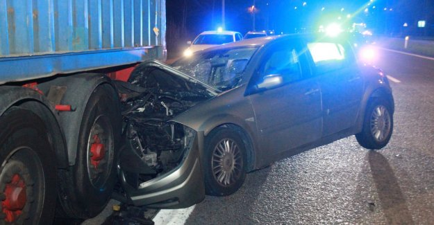 Driver falls asleep and slams against a parked semi-trailer: I'm incredibly lucky
