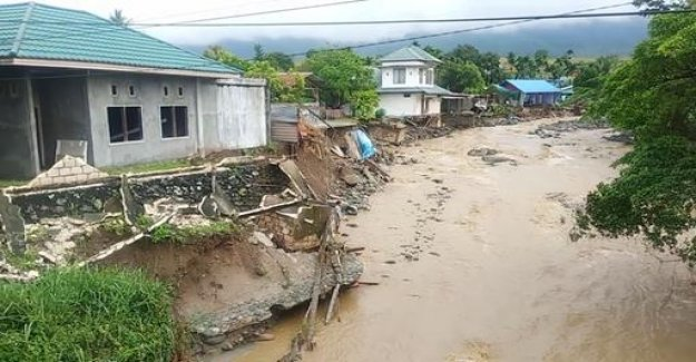 Many Dead after flash floods in Indonesia
