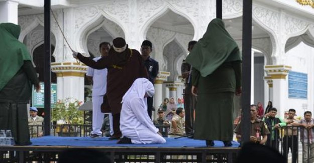 Out-of-wedlock Sex: Caning for twelve Indonesians