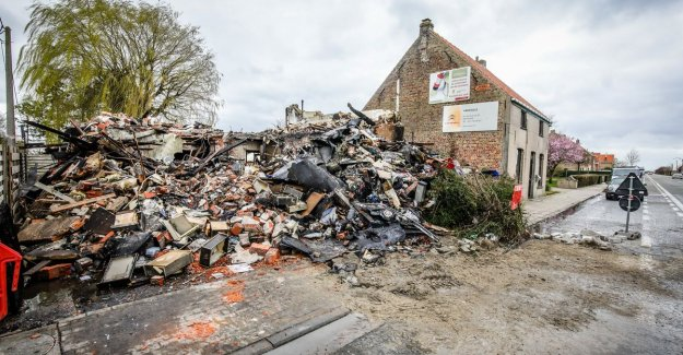 Passers-by and pets alerting the family when heavy woningbrand: home uninhabitable declared