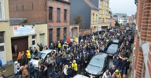 VIDEO: 2,000 fans of Sporting Lokeren say goodbye to first class  toekomstfeest'