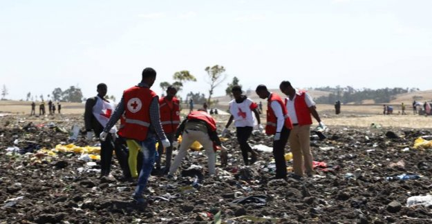 Victims ' families get a kilo of earth to bury after the plane crash