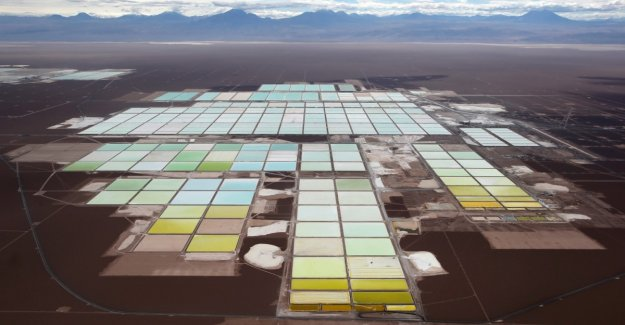 Why Lithium from batteries ends up still in the trash