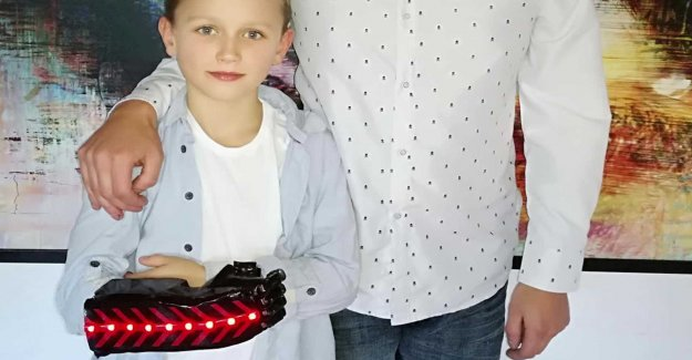 8-year-old Marc has a robothand – father built