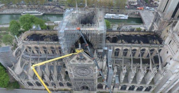 Dronebeelden show blackened roof of Notre-Dame