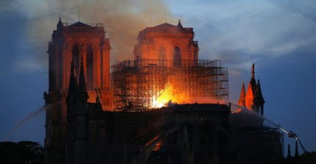 The Paris Cathedral is burning: Anxious to Notre-Dame
