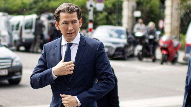 Crisis in Austria: to give the Registrar?