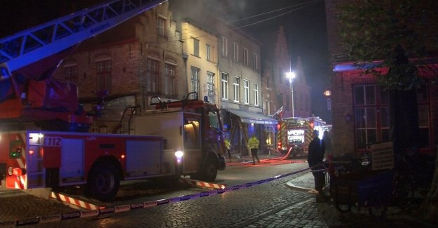 Enormous damage: heavy fire destroyed a restaurant in the centre of Bruges. Two buildings damaged.