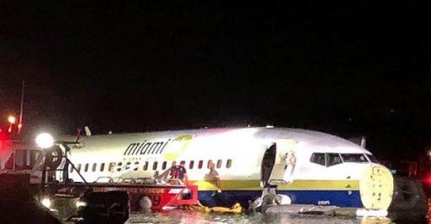Florida: plane slips after crash-landing in river