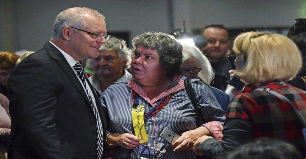 Prime minister äggades – almost