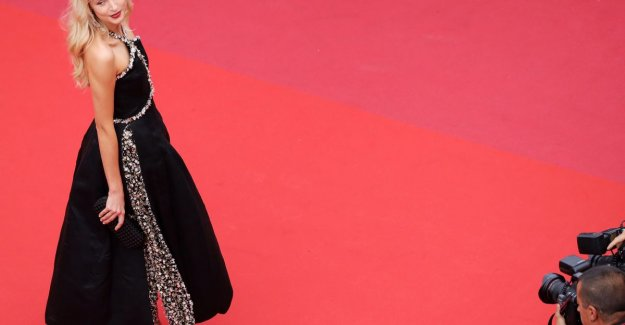 Singer Angèle radiates in 2 impressive dresses at the Cannes film festival