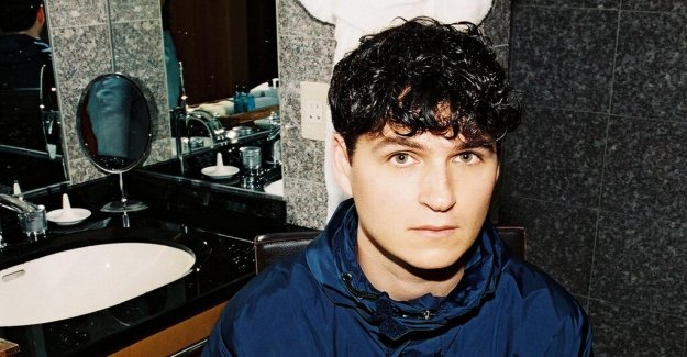 Skivrecension: Vampire Weekend takes up the lost time with extra everything