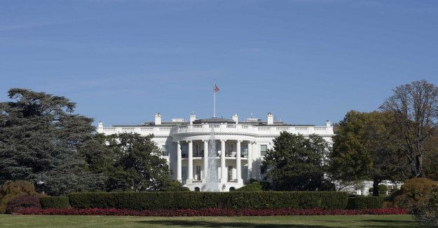 The white house stop the handing over of the documents