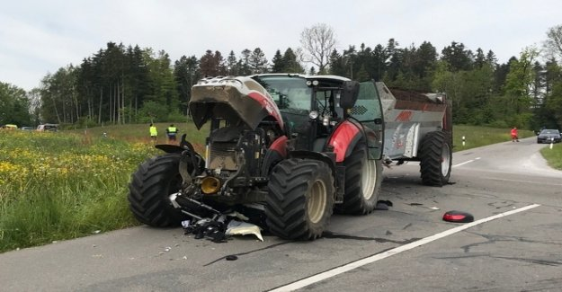 Töfffahrer dies after collision with tractor