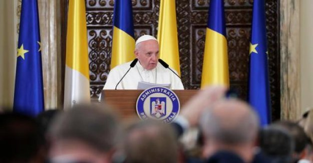 Visit in Romania: Pope calls for more democracy