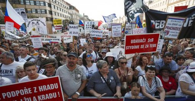 Big demo in Prague: tens of thousands call for Babis' resignation