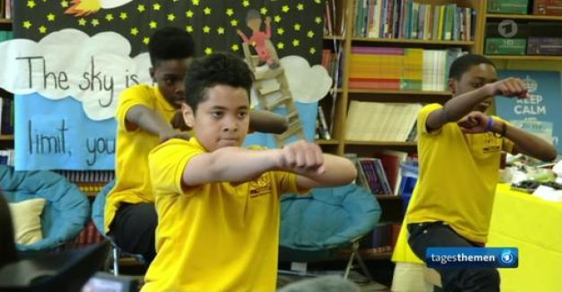 New York: Black and white children learn often separated