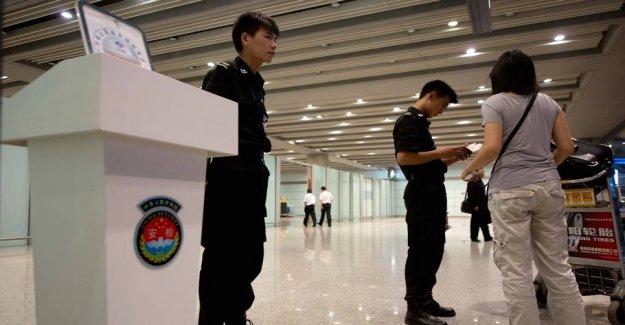 Caution: Install spy app on tourists ' phones