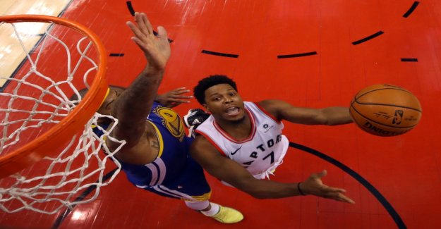 Kyle Lowry gives a lump sum for the world cup basket