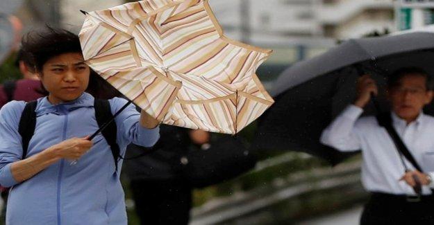Typhoon hits 200 km/h on Tokyo