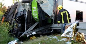 Bus overturns - a lot of injured and dead