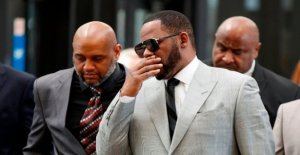 US singer R. Kelly arrested