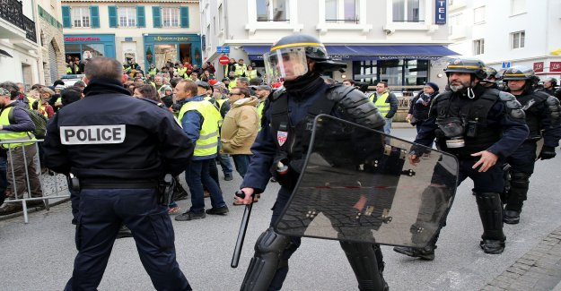 12 000 police officers in Paris waiting on the protests